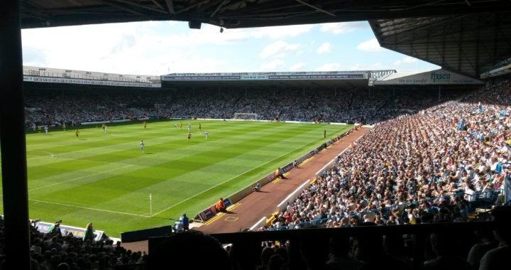 Dueño del Leeds prometió regalar un épico viaje a sus jugadores si ascienden