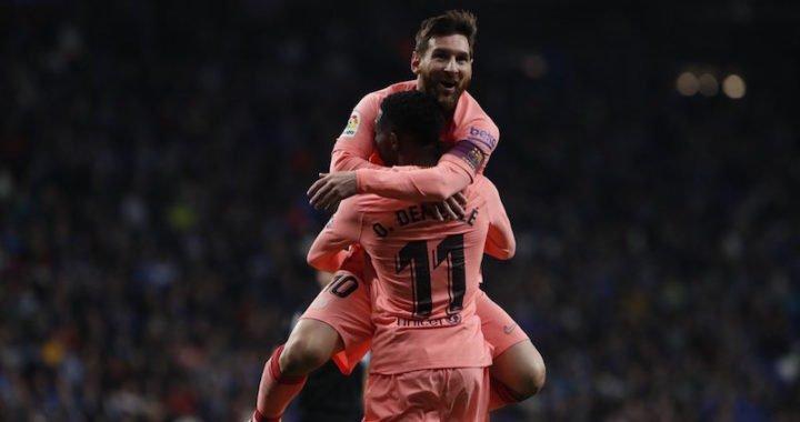 Lionel Messi marcó dos golazos de tiro libre para igualar a Ronaldinho