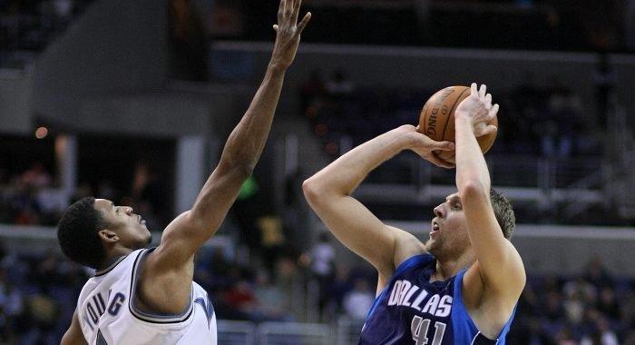 Equipos de la NBA ven una vida después del triple y practican con una línea de cuatro puntos