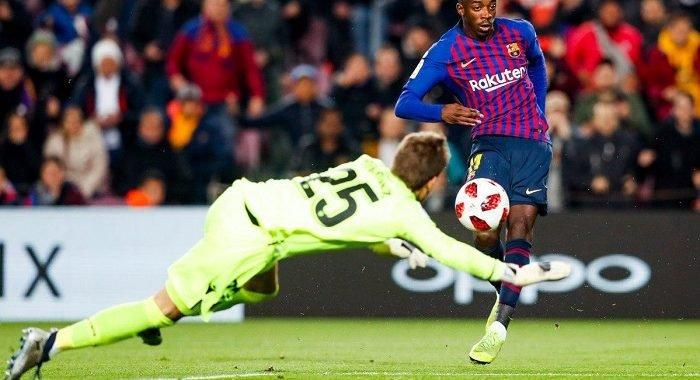 Dembélé y Messi impulsaron la clasificación del Barcelona a cuartos de final