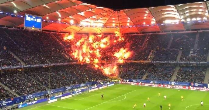 Cerca de 8.000 fans del Dynamo Dresden hicieron un rincón infernal en Hamburgo