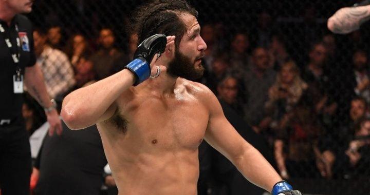 Descontrol en la noche de UFC con una pelea tras bastidores