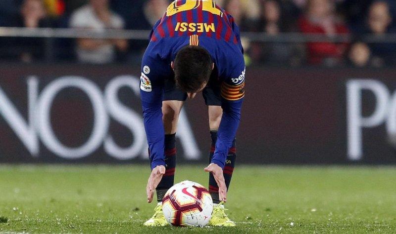 Tevez reveló el trabajo detrás de los tiros libres de Lionel Messi (Twitter FC Barcelona)