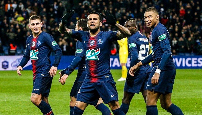 Dani Alves hizo enloquecer a la tribuna con un golazo (Twitter PSG)
