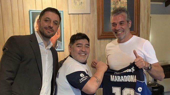 Maradona oficializado como director técnico de Gimnasia y Esgrima La Plata
