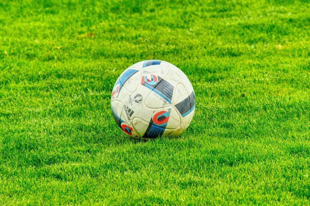 El fútbol mundial sigue amenazado por el coronavirus (Crédito: Pixabay)